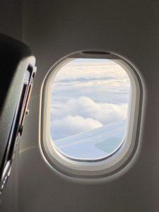 飛行機にのって遠くに行きたい