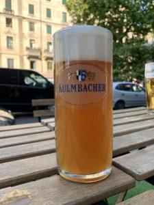 屋外で飲むビールは最高